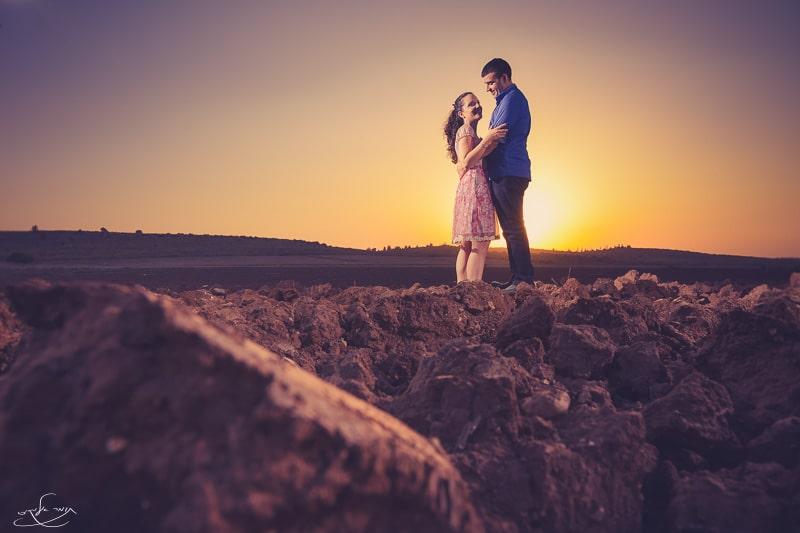 צילום עם פלאש שמוקם מימין לזוג המצולם