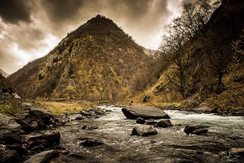 """נוף גיאורגיאני. צולם בעדשת 24 מ""""מ. צילום: תומר אלמקייס"""