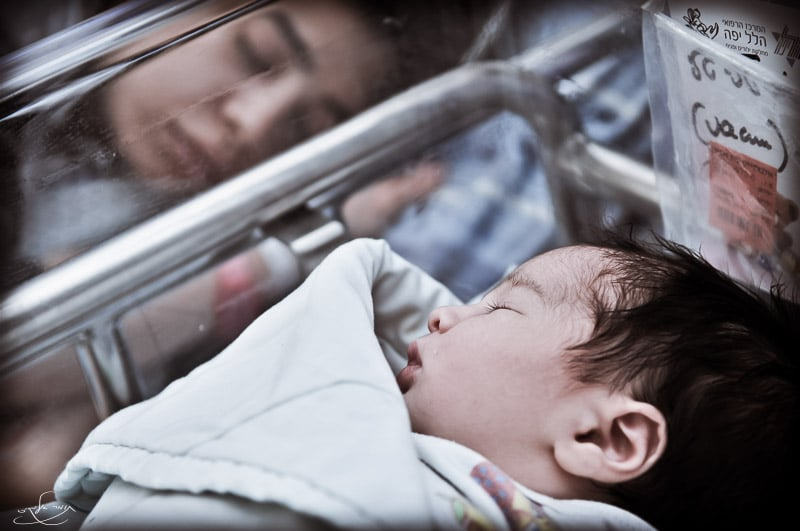 בחדר הלידה. צילום: תומר אלמקייס