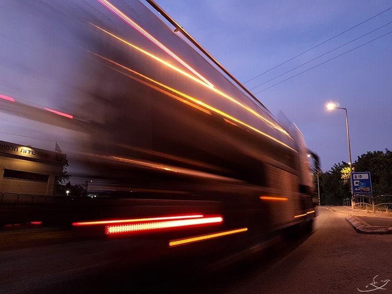 חשיפה ארוכה בפלאפון - מריחת תנועה של רכב