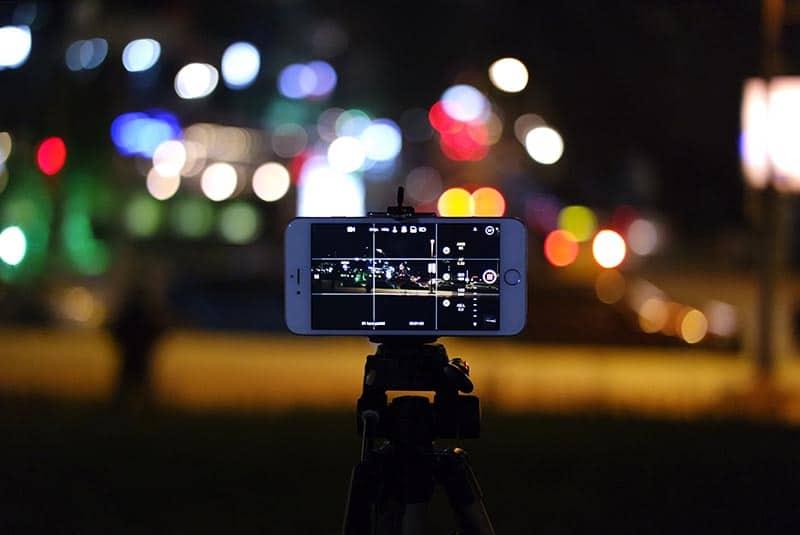 טריקים בצילום - סמארטפון ממוקם על חצובה